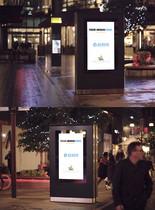 夜景下马路旁的广告牌图片