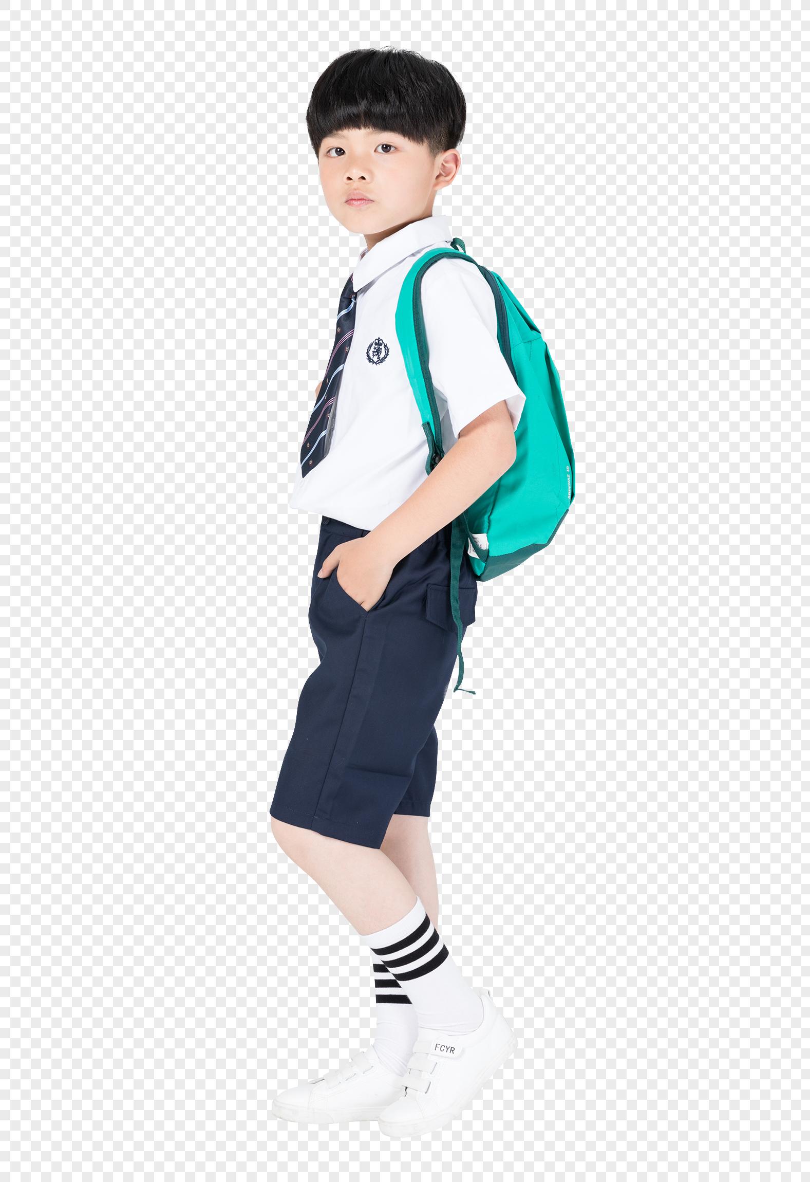 背着书包准备上学的小男生男孩