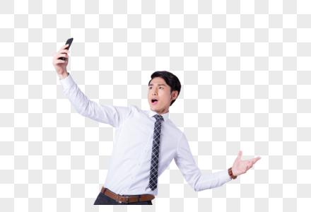 正在使用手机的商务男性图片