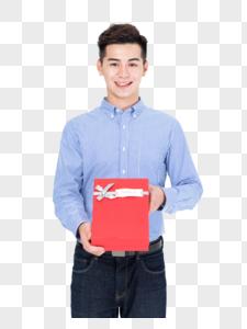 年轻男子手拿礼物盒图片免图片