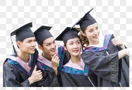 毕业季穿学士服一起合影自拍的大学生图片图片