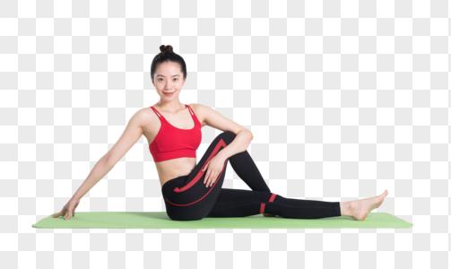 年轻女性瑜伽垫上做瑜伽图片图片