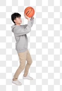 拿着篮球的帅气年轻男子图片