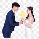 情侣婚纱手持棒棒糖动作图片