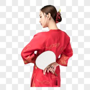 身着红装的美女手持蒲扇图片