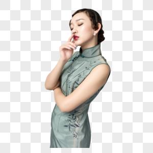 身着旗袍的美女沉思状图片