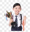 男孩获得奖杯奖牌图片