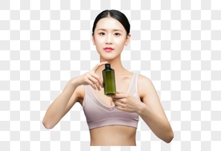 性感美女手持精华乳液瓶装图片