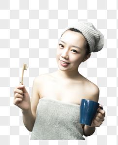 女子浴室刷牙图片