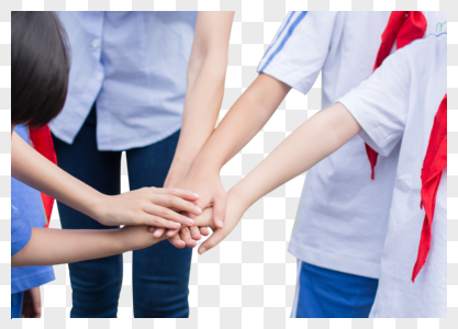 同学们手叠一起加油打气图片