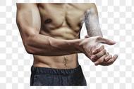 健身房男士健身拍粉动作图片