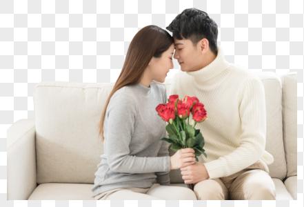 情人节男生送女生玫瑰花图片