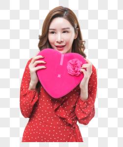 时尚青年女性手持心形礼盒图片