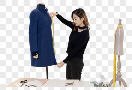 美女设计师测量服装图片