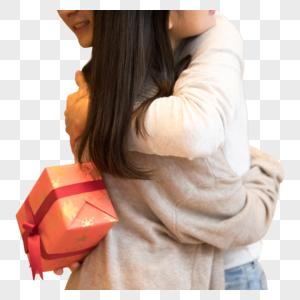 情侣拥抱送礼物图片