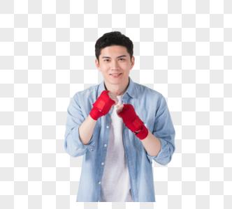 手戴拳击手套的年轻男性图片
