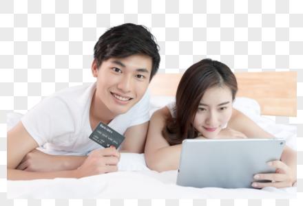 情侣在床上看电脑在线购物图片