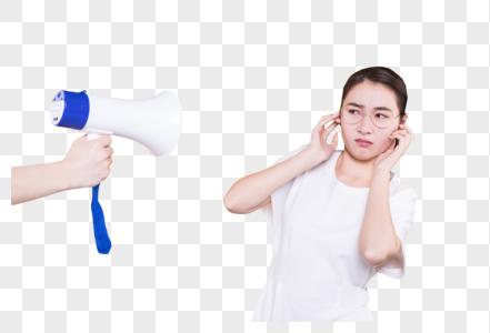清纯女大学生拿喇叭图片
