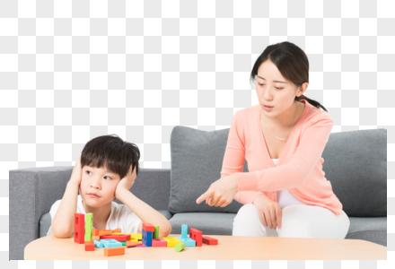 母亲教育小孩图片
