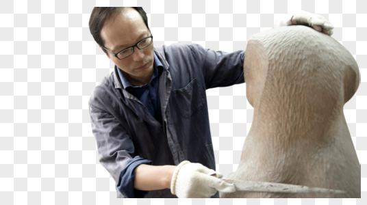 木匠师傅打磨木雕图片