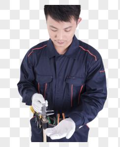 工人使用标尺测量动作底图图片