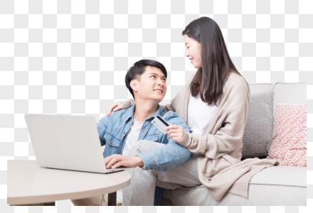 年轻情侣在客厅网购图片