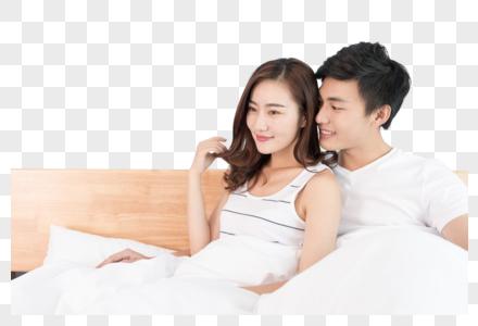 情侣在床上打闹图片