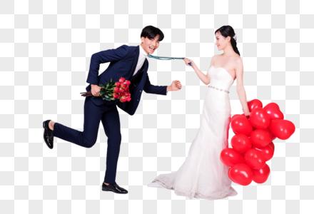 情侣婚纱手持爱心气球玫瑰花动作图片