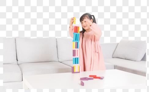 儿童玩积木图片
