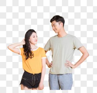 年轻情侣卖萌照图片