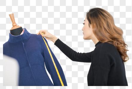 专注工作的女性服装设计师图片