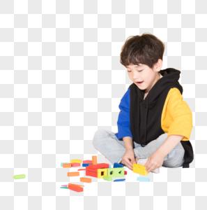儿童小男孩玩积木益智玩具图片