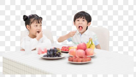 家庭生活吃水果图片