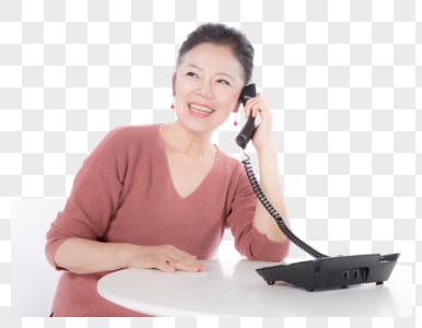 老年女性打电话图片