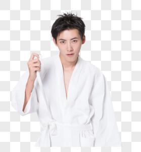 穿浴袍的居家男性图片