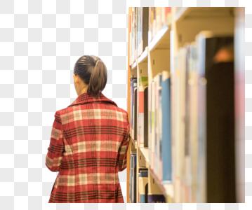 图书馆里正在看书的人图片