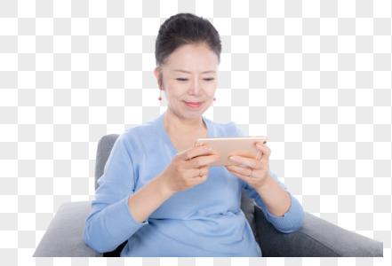 老年人玩手机图片