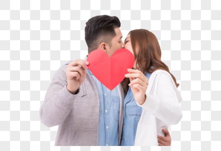 情侣亲吻爱心图片