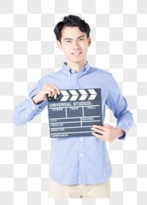 青年男性手持场记板图片