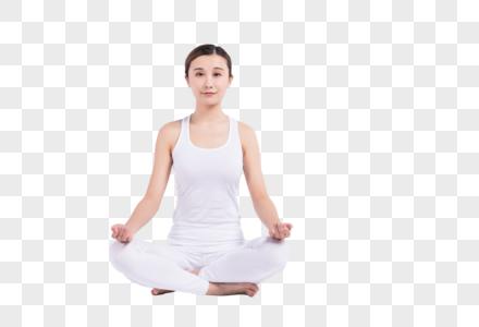 盘坐着的年轻女性图片