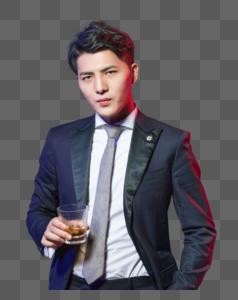 商务男士喝红酒图片