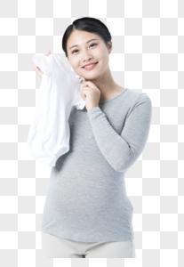 孕妇拿着衣物图片