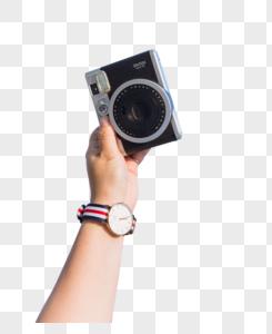 蓝天白云女孩手举相机图片