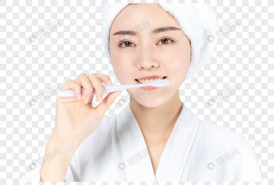 浴袍美女刷牙图片