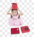 收到礼物的小女孩图片