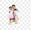 和父亲合影的孩子图片