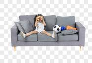 沙发上的孩子图片
