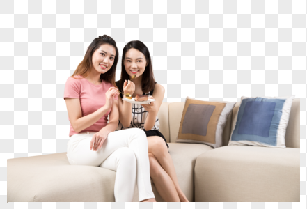 沙发上吃蛋糕的闺蜜图片