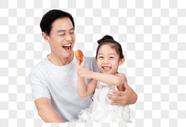 爷爷孙女中秋吃月饼图片