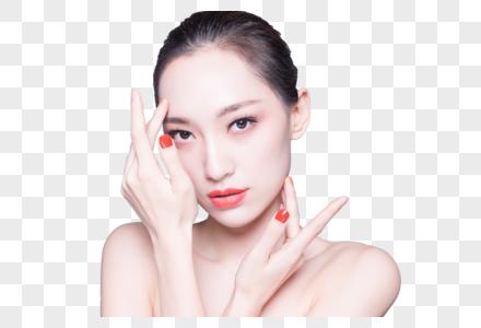 女性护肤和相近色美甲图片